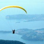 Volare con il parapendio sul lago di Garda